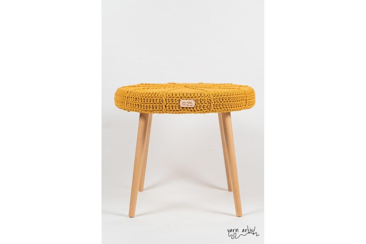 Háčkovaná taburetka Ø 50, mustard
